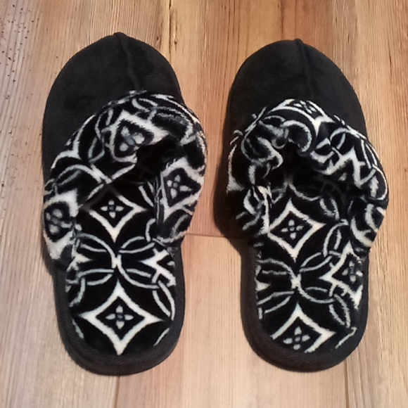 Vera Bradley Shoes - 🍁New Very Bradley 🌨️ slippers 7-8